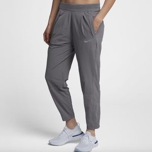 Nike Tapered relaxed running division dri-fit pant